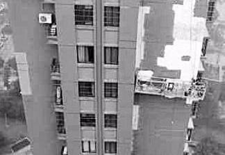 """升降梯突然""""死机"""" """"蜘蛛人"""" 被困16层外墙"""