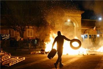 囚犯袭警引燃全法狱警怒火 抗议风潮持续发酵