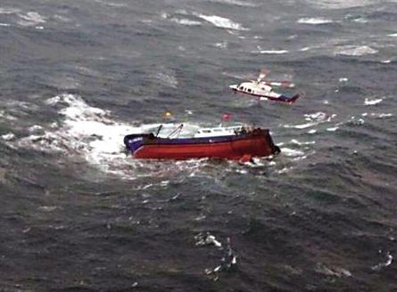 一渔船在台湾海峡中部沉没 目前仍有11人失联