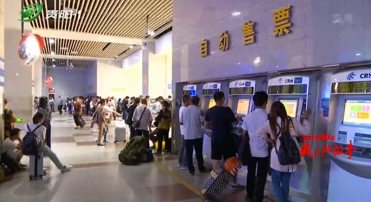 """铁路售票员眼中的变化:买票从""""彻夜排队""""到""""动动手指"""""""