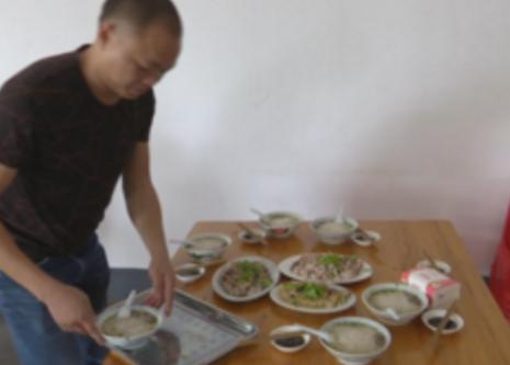 """桐坑最出名的不是炒粿条 这道鲜美的""""粿条汤""""才是他们的拿手菜"""