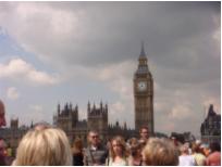 外媒:英国伦敦发生持刀伤人事件 39名涉案嫌犯被捕