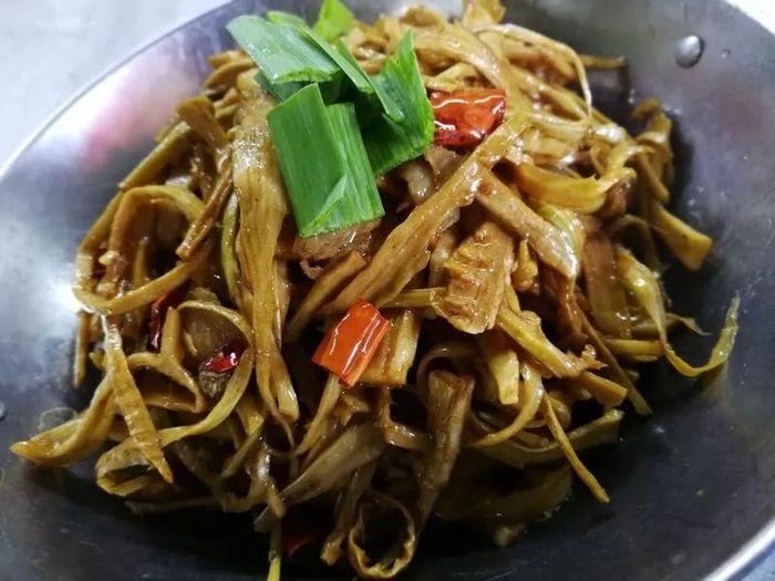 红菜苔、萝卜苗、贡笋……在汕头,也能够品尝到时令的湖南家常菜