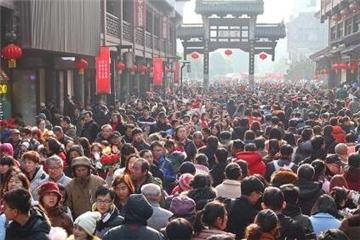 南京夫子庙人潮涌动年味十足