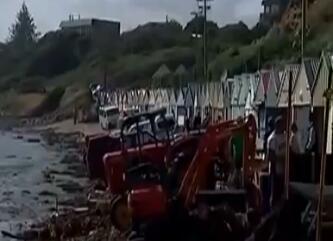 新西兰南岛峡湾地区遭暴雨侵袭 数百名游客被困