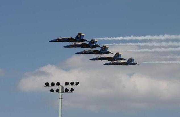 美国海军举行特技飞行表演