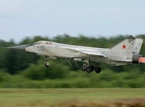 俄军一架米格-31战机在俄西部坠毁