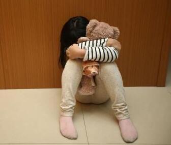台湾虐童事件发酵引民众怒吼 如何预防悲剧发生?