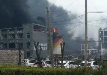 盐城化工厂爆炸:具体伤亡待核实 消防官兵已奔赴现场开展救援