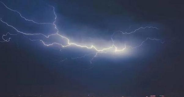 打破广西历史记录 桂林市区遭罕见17级极端大风袭击